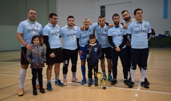 """Созопол спечели първото място в петото издание на неделната футболна лига """"За купата на кмета"""" в Приморско."""